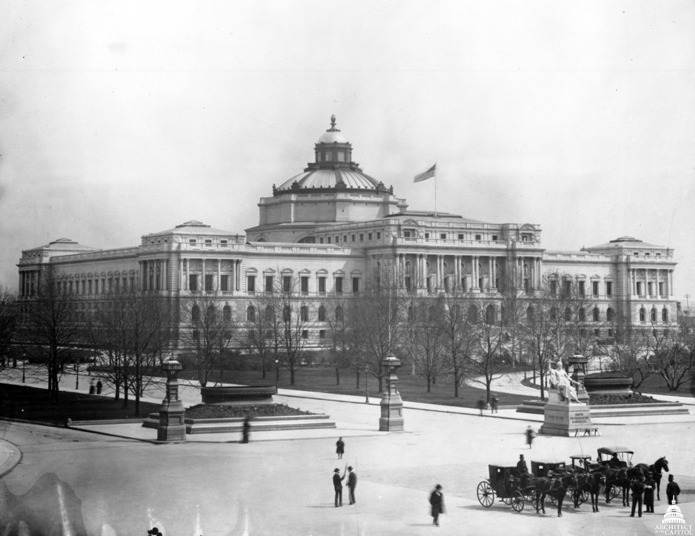 Black and white photo of the Library of Congress Thomas Jefferson Building.