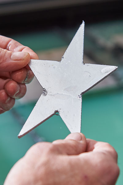 The five-pointed star was cut within seconds.