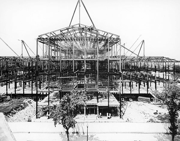 Erection of the steel framework of the Supreme Court Building in July 1932.