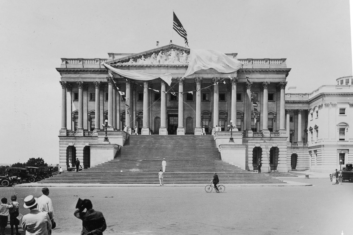 The Apotheosis of Democracy pediment during its unveiling on August 2, 1916.