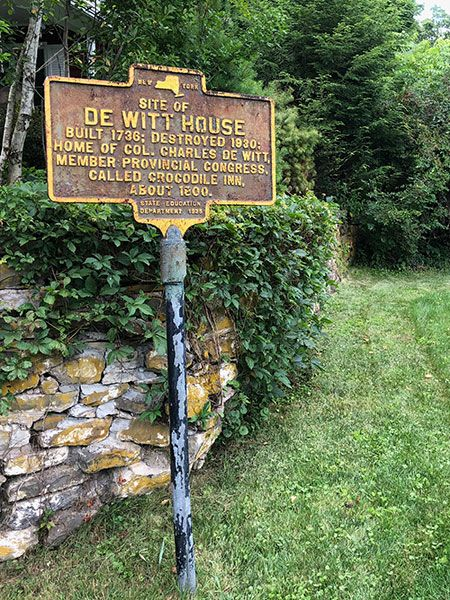 Sign marking the site of the De Witt house in New York.